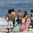 Elenco de 'Malhação' gravam na praia da Barra nesta terça-feira (12)
