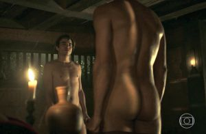 Cena de sexo gay entre André e Tolentino em 'Liberdade' agita web: 'Muito amor'