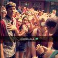 Biel foi tietado por um grupo de brasileiros em Orlando, nos Estados Unidos