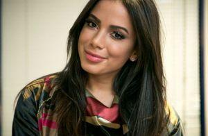 Anitta conta como interage no grupo da família no WhatsApp: 'Jogo polêmicas'