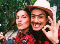Cauã Reymond e a namorada, Mariana Goldfarb, se vestem de caipira em festa