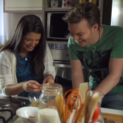 Michel Teló lança clipe com cenas íntimas de viagens e gravidez de Thais Fersoza