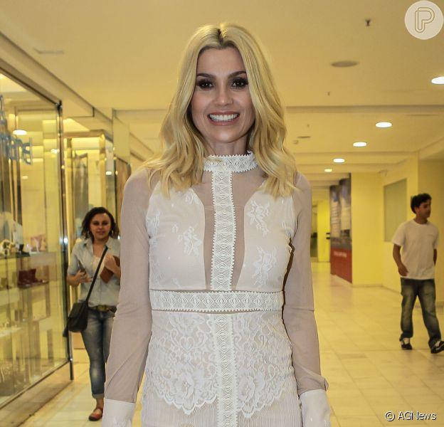 Flávia Alessandra desfilou no Mega Polo Fashion Week nesta segunda-feira, dia 25 de julho de 2016