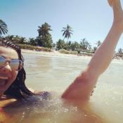 Fernanda Souza comemora 8 milhões de seguidores no Instagram de pernas pro ar