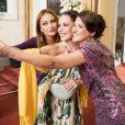 Leonora (Ellen Roche), Penélope (Carolina Ferraz) e Dinalda (Renata Augusto) vão ao casamento de Rebeca (Malu Mader), na novela 'Haja Coração'