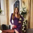 Leonora (Ellen Rocche) ousa na fenda do vestido que escolhe para ir ao casamento de Rebeca (Malu Mader), na novela 'Haja Coração'