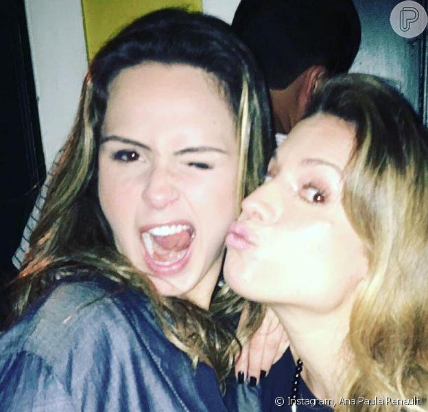 Ex-BBB Ana Paula Renault curtiu a noite carioca acompanhada de Maíra Charken, na quinta-feira, 28 de julho de 2016