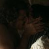 André e Tolentino trocam beijos em 'Liberdade' e fãs festejam: 'Amor livre'