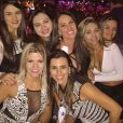 Namorada de Zezé Di Camargo, Graciele Lacerda posa com amigas em balada no Mato Grosso