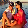 Zezé Di Camargo e a namorada, Graciele Lacerda, aproveitaram viagem ao Mato Grosso para passear de barco pelo Lago do Manso