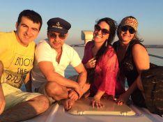 Zezé Di Camargo e a namorada, Graciele Lacerda, curtem férias com amigos. Fotos!