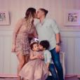 Wesley Safadão e Thyane Dantas comemoram os 2 anos da filha, Ysys, em julho de 2016. Na foto, também está Yhudy, de 5 anos, fruto do primeiro casamento do cantor