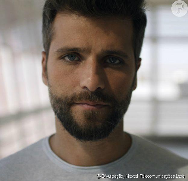 Bruno Gagliasso rebate críticas da adoção da filha Titi em campanha publicitária