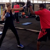 Grazi Massafera e Anna Lima praticam luta funcional: 'Dupla dinâmica'. Vídeo!