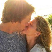 Gisele Bündchen comemora aniversário do marido com foto de beijo: 'Saudades!'