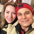 Edson Celulari, sempre com a companhia da namorada, Karin Roepke, está aproveitando o tempo livre para formatar um novo projeto profissional