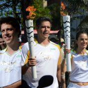 Fábio Porchat, Marcio Garcia e mais famosos carregam tocha olímpica da Rio 2016