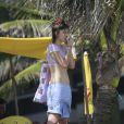 A atriz Maria Casadevall curtiu uma folga das gravações de 'Amor à Vida', em que vive a advogada Patrícia, para passear pela orla da praia da Barra da Tijuca, Zona Oeste do Rio de Janeiro, nesta quinta-feira, 21 de novembro de 2013