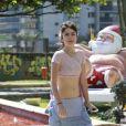 A atriz Maria Casadevall, de 'Amor à Vida', exibiu o corpo em forma, nesta quinta-feira, 21 de novembro de 2013, durante um passeio na orla da praia da Barra da Tijuca, Zona Oeste do Rio de Janeiro