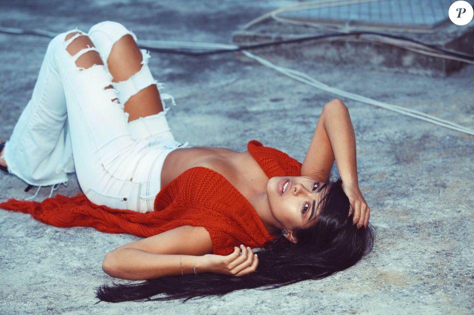 Munik posa com look ousado para campanha de uma marca de roupas em agosto de 2016