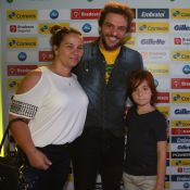 Rodrigo Lombardi curte espaço olímpico com a mulher, Betty Baumgarten, e o filho