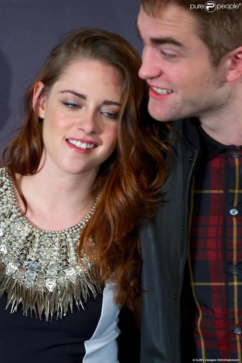 Kristen Stewart e Robert Pattinson estão próximos de uma reaproximação, de acordo com informações do 'Hollywood Life', em 24 de novembro de 2013