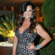Luiza Brunet apostou em um vestido com cauda sereia para ir ao jantar organizado pela ONG BrazilFoundation