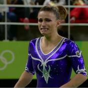 Olimpíada Rio 2016: Jade Barbosa se machuca e sai de cadeira de rodas após solo