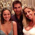 Bruna Marquezine viajou para Orlando, onde foi a um restaurante japonês