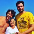 Nando Rodrigues encontrou Ellen Roche no dia em que levou a avó à praia e surgiram boatos de que ele e a ruiva estariam juntos