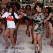 Ex-BBB Munik e Viviane Araújo mostram samba no pé em ensaio do Salgueiro. Vídeo!