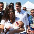Michael Phelps e família contaram com forte esquema de segurança ao circularem pela Praia do Leme, Rio de Janeiro, nesta segunda-feira, 15 de agosto de 2016