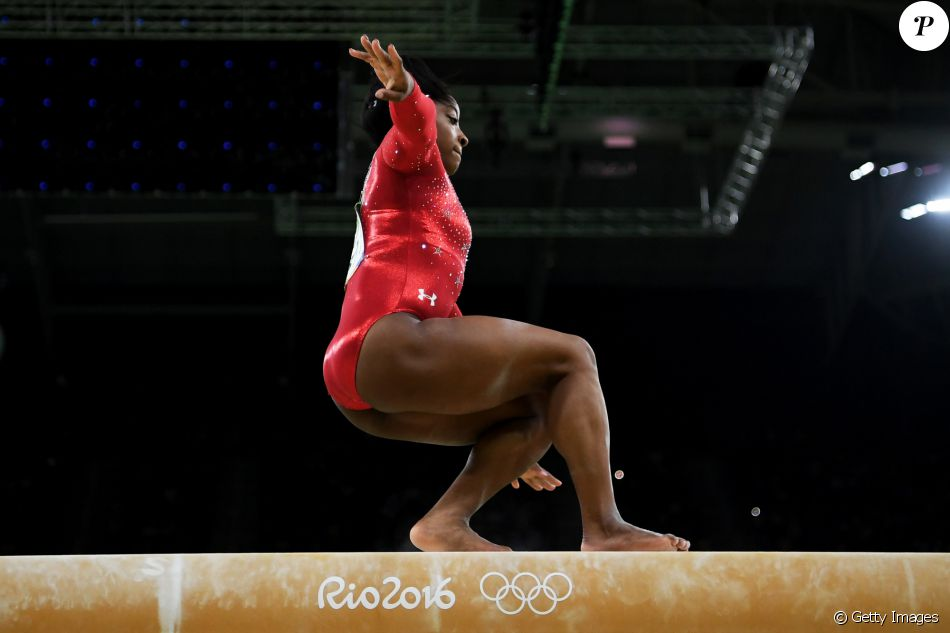 Dona de três ouros no Rio, Simone Biles desequilibrou em alguns momentos e ficou com medalha de bronze