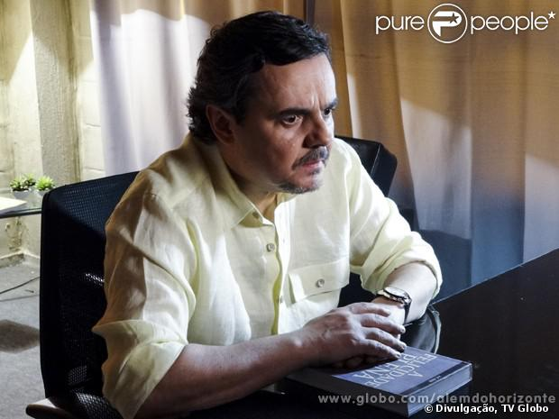 Líder Jorge (Cassio Gabus Mendes) anuncia o nome dos membros do Grupo que foram escolhidos para iniciarem o treinamento, em 'Além do Horizonte', em 2 de dezembro de 2013