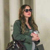 Megan Fox exibe barriga de sete meses de gravidez ao lado do marido e do filho