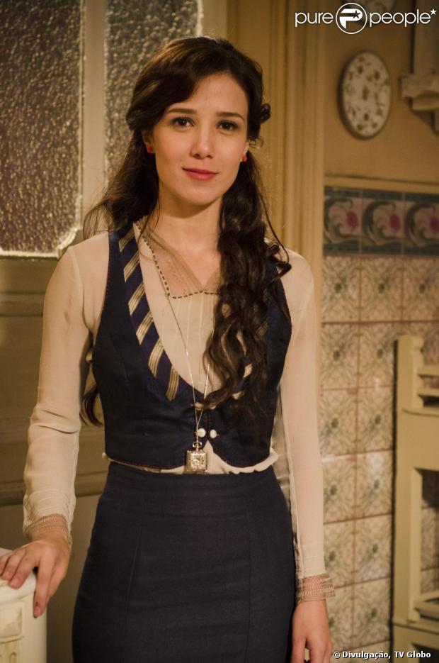 Laura (Marjorie Estiano) descobre que foi vítima de uma armação de Catarina (Alessandra Negrini) em 'Lado a lado', em janeiro de 2013