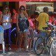 Grazi Massafera é vista deixando o restaurante na Barra da Tijuca, Zona Oeste do Rio de Janeiro, nesta quinta-feira, 28 de novembro de 2013, na Barra da Tijuca, Zona Oeste do Rio de Janeiro