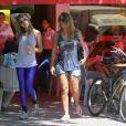 A atriz Grazi Massafera foi vista deixando restaurante Bibi com uma amiga na Barra da Tijuca, Zona Oeste do Rio de Janeiro, na tarde desta quinta-feira, 28 de novembro de 2013