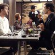 Félix (Mateus Solano) aconselha Niko (Thiago Fragoso) a pedir um exame de DNA para saber quem é o pai biológico de Fabrício, em 'Amor à Vida'