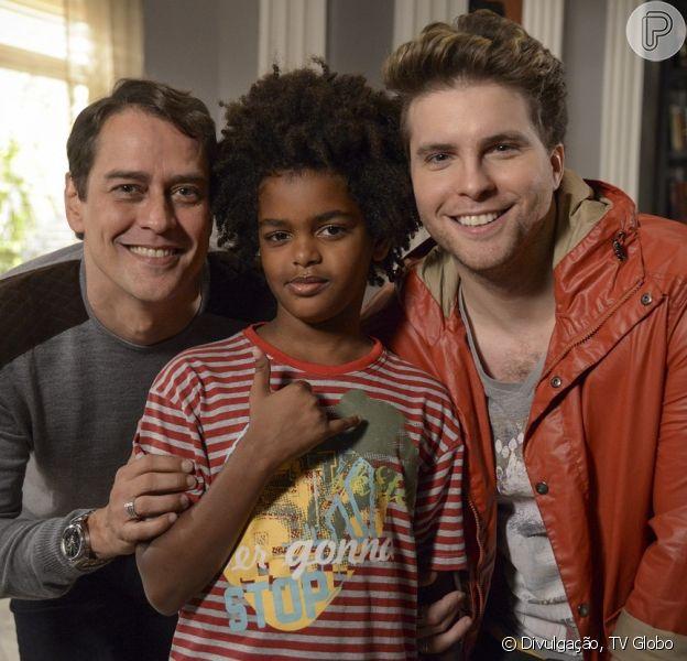Niko (Thiago Fragoso) consegue a guarda de Jamyminho (Kaiky Gonzaga) na Justiça e Eron (Marcello Antony) fica com receio de perder Fabrício para ele, em 'Amor à Vida', em 13 de dezembro de 2013