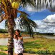 A atriz relaxa em Goiás e recarrega as energias