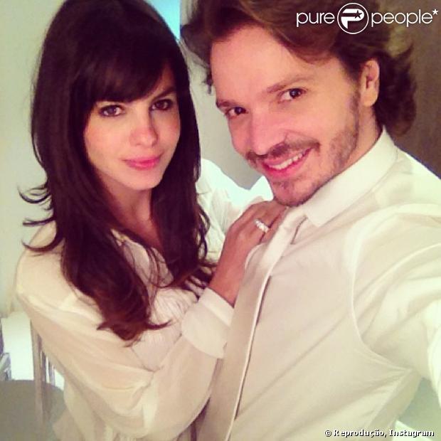 Sthefany Brito adere franjinha com o hairstylist Tiago Parente, em 1 de dezembro de 2013