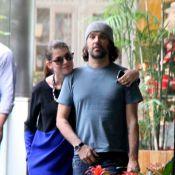 Grávida de 4 meses, Alinne Moraes passeia com Mauro Lima em shopping do Rio
