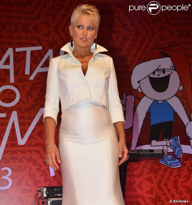 Xuxa pode ter que se afastar da TV por até um ano por causa de uma doença nos ossos do pé. Segundo a coluna 'Outro Canal', do jornal 'Folha de S.Paulo', a apresentadora está com sesamoidite