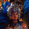 Gracyanne Barbosa usou fantasia com 30 mil cristais ao estrear na Portela no carnaval deste ano