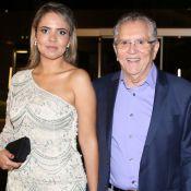 Aos 80 anos, Carlos Alberto de Nóbrega posa com namorada de 38. Fotos!