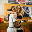 Barbara França e Aline Dias, rivais em 'Malhação', se divertem nos bastidores da novela teen