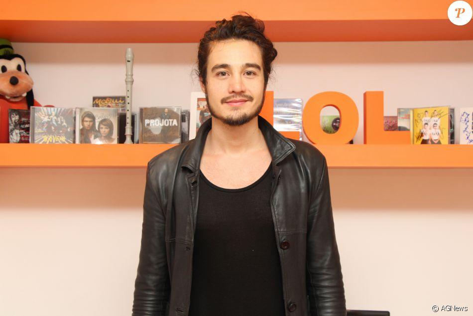 Tiago Iorc explica sua relação com Luan Santana: 'A gente se