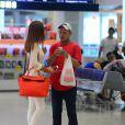 Marina Ruy Barbosa posa com fãs no aeroporto Santos Dummont nesta sexta-feira, dia 21 de outubro de 2016