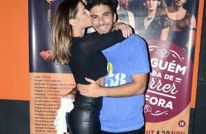 Deborah Secco beija o marido, Hugo Moura, após estreia dele no teatro. Fotos!